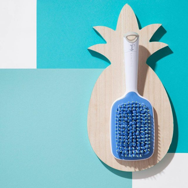 Speed up your styling routine with our NEW Quikstyle™ Paddle Brush! 💦 Now with a vented back for easy airflow while you blow dry, this brush is a must-have in your beach/pool bag this summer! 🌊☀ Tap the photo to order it on @amazon! #goodyhair #feelgoody #quikstyle
