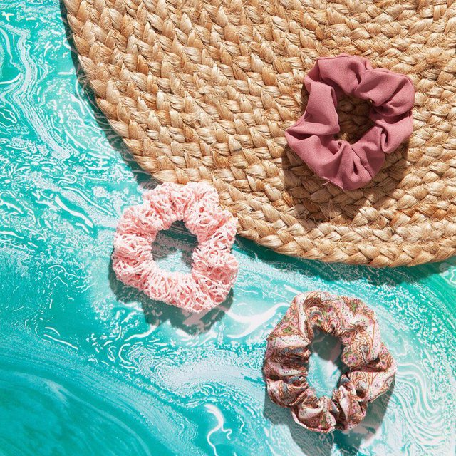 What do you see when you look at this pic? We see scrunchie pool floats! 😂 Tell us in the comments below! #goodyhair #LOL #feelgoody