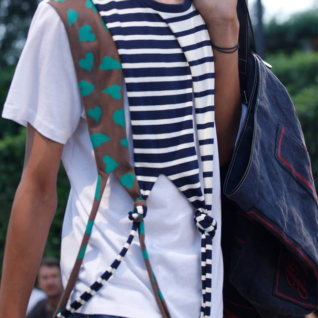 DRAPE KNOT T-SHIRT FOLD FRONT JEANS JW ANDERSON PRINTED TOTE MENS SPRING SUMMER 2018  LINK IN BIO  AVAILABLE ONLINE AND IN JW ANDERSON WORKSHOPS  #JWANDERSON #JWANDERSONWORKSHOPS #MSS18